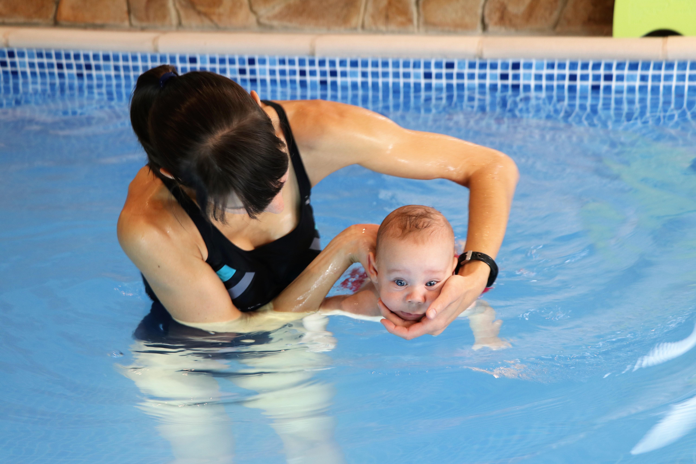 """A víz kellemes érzést biztosít, """"körülöleli"""" az egész testet (langyos víz, legalább 32°)"""